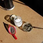 - Es importante que todo lo paseéis por el colador para tamizar toda la mezcla.